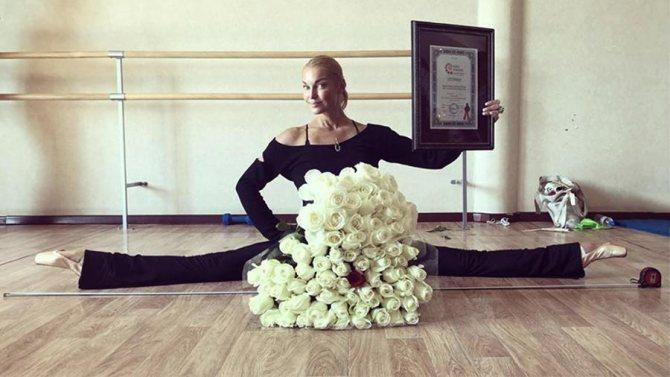 Анастасия Волочкова с дипломом Книги рекордов России