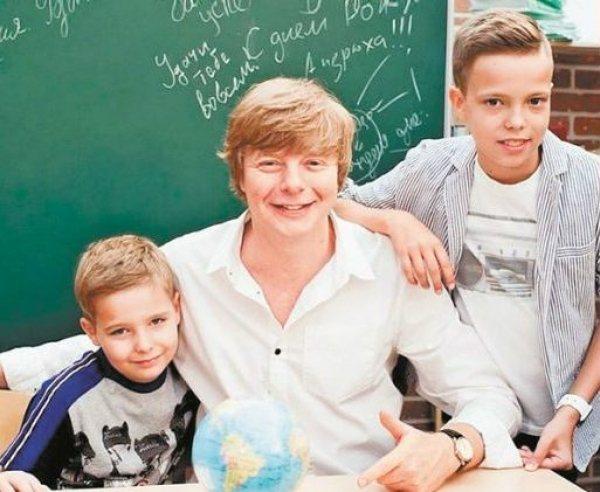 Андрей Григорьев-Апполонов с сыновьями