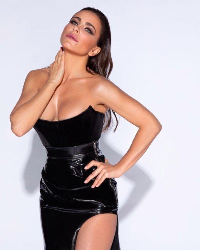 Ани Лорак фото в чёрном платье