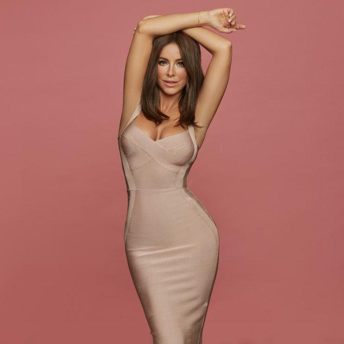 Ани Лорак фотография в обтягивающем платье