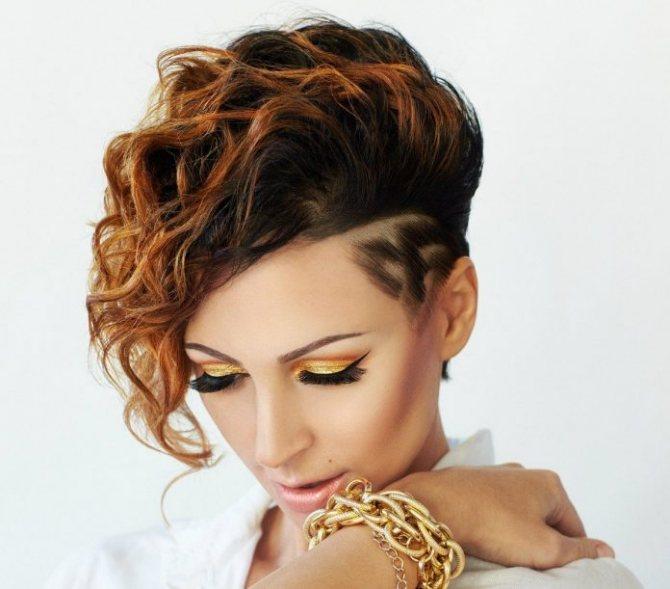 асимметричная стрижка для кучерявых волос