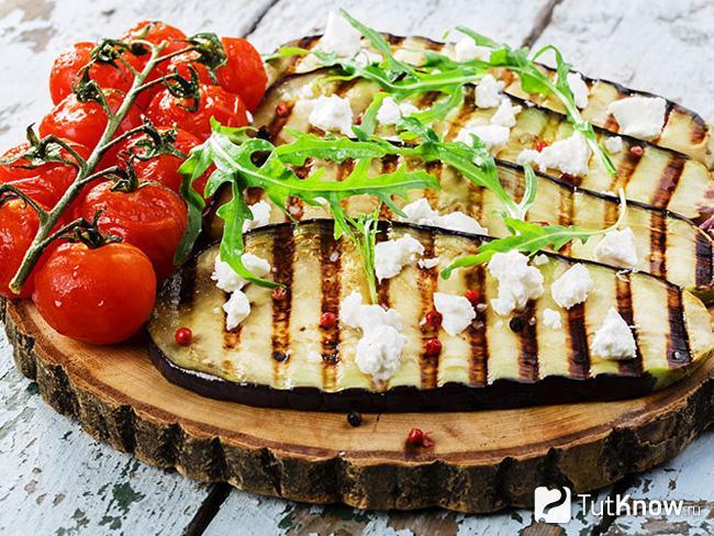 Баклажаны и болгарский перец на углях