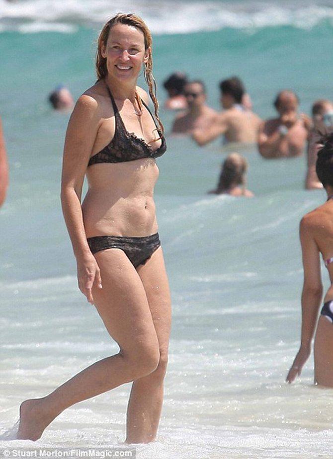 Бавшая супермодель и гражданская супруга Мика Джаггера Джерри Холл: в 54 все еще в бикини. Фото: Daily Mail.