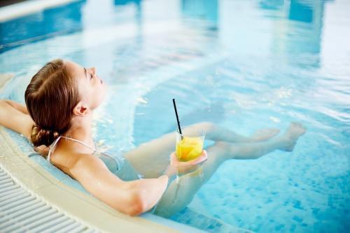 Безопасно ли ходить в бассейн. Бассейн, сауны и бани