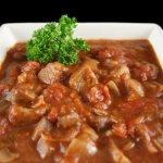 Гуляш из индейки – 8 рецептов, как приготовить в мультиварке и на сковороде