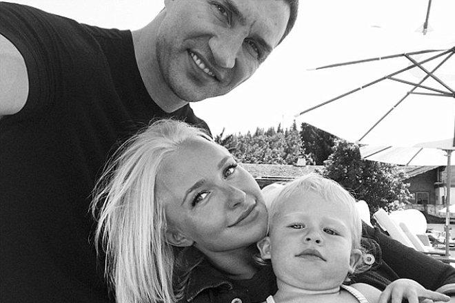 Хайден Панеттьери с мужем и дочерью