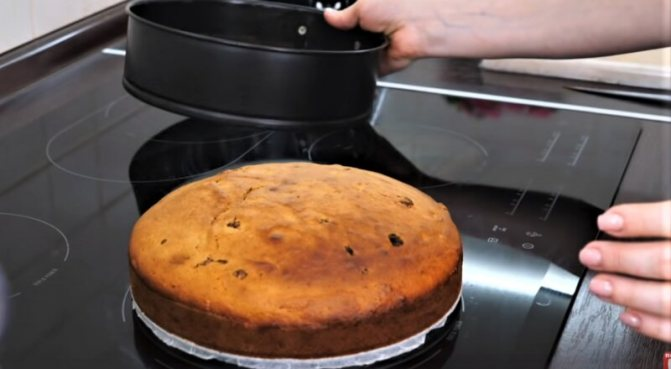 испеченный пирог к чаю