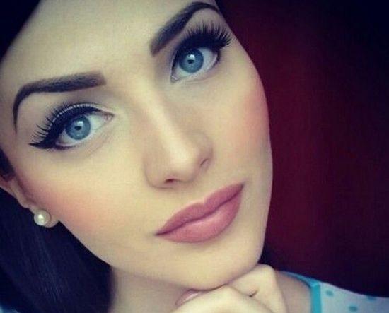 Как накрасить глаза, чтобы они казались больше?