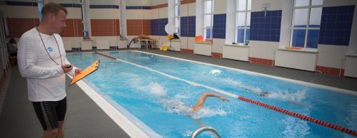 Как правильно посещать бассейн женщине. Бассейн как средство для укрепления мышц