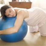 Как правильно стоять на коленях и локтях при беременности фото