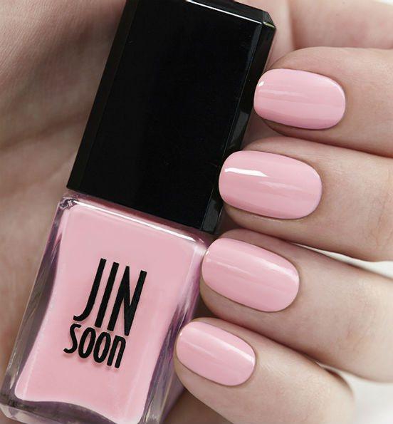 Какой цвет лака для ногтей выбрать, чтобы он гармонично сочетался с вашей кожей?