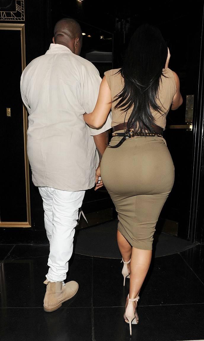 Ким Кардашьян и Канье Уэст возле ресторана Хаккасан в Лондоне, 25 июня 2020 г.