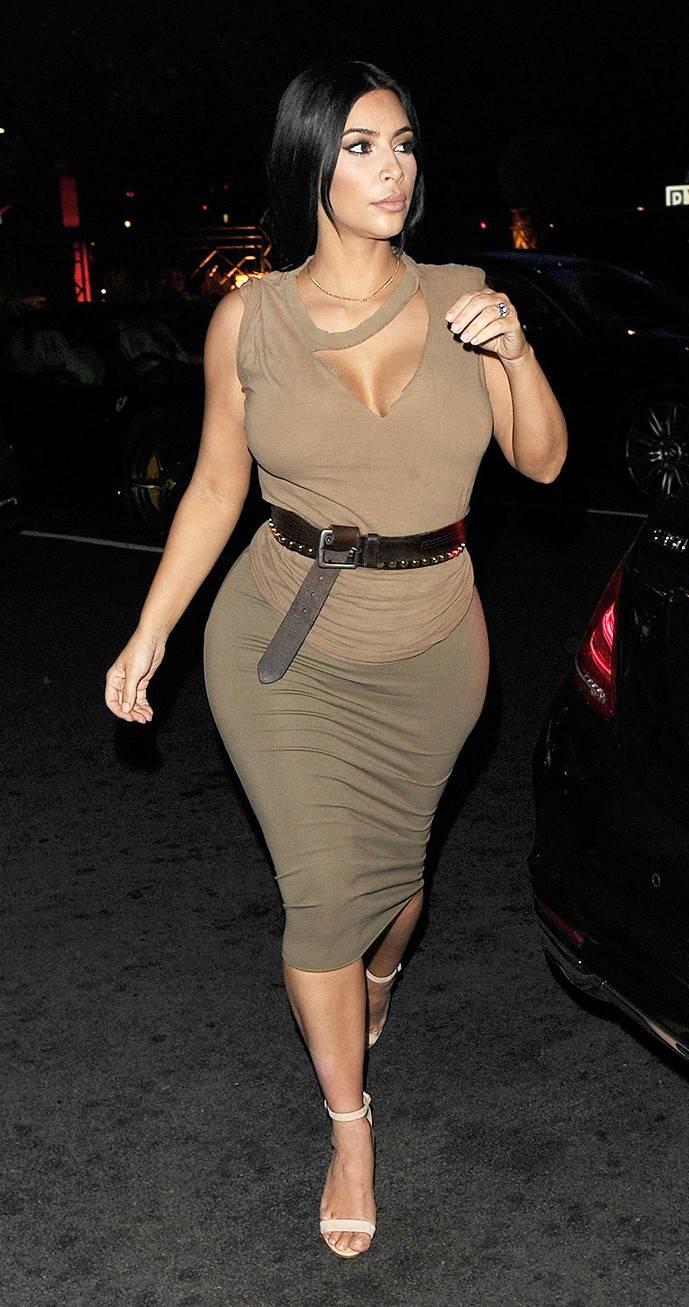 Ким Кардашьян возле ресторана Хаккасан в Лондоне, 25 июня 2020 г.