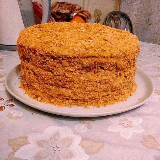 Крем для медового торта со сгущенкой Это очень нежный состав, который