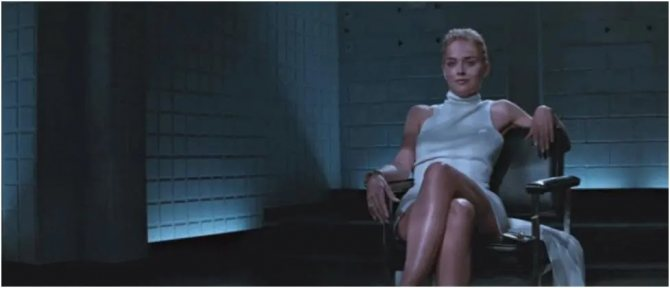 Многих зрителей интересовал вопрос: есть на актрисе трусики или нет?