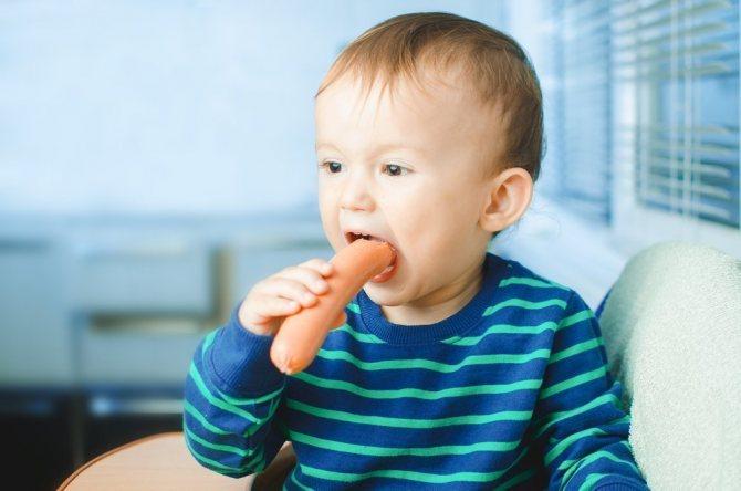 Можно ли включать сосиски в питание для детей?