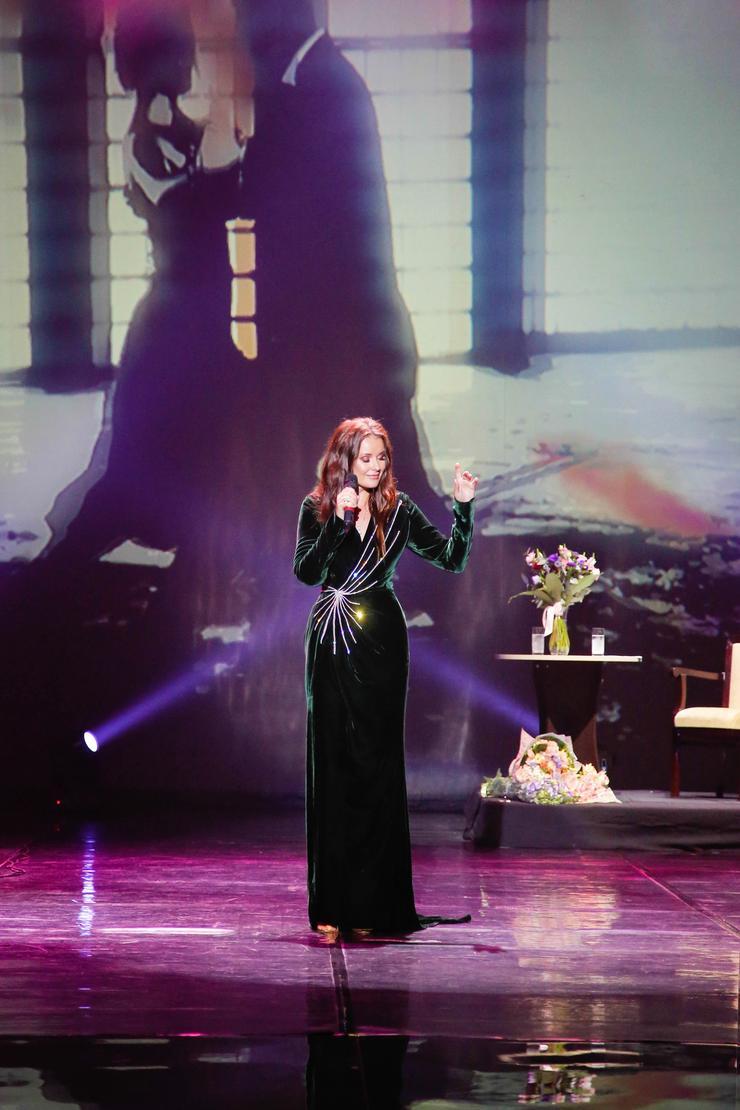 Оксана Федорова серьезно занимается академическим вокалом и уже дает концерты