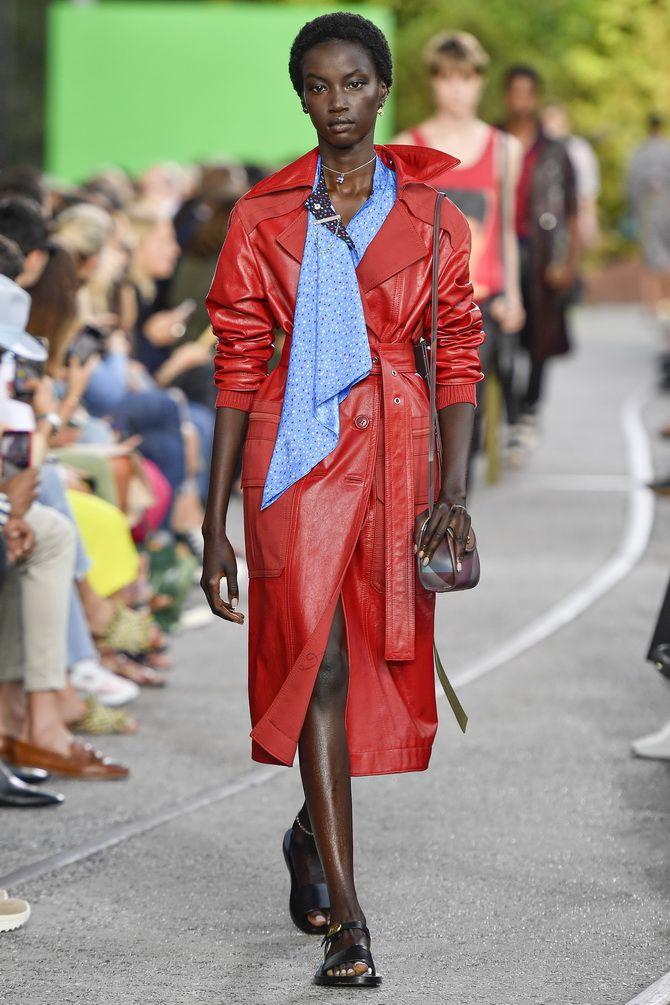 Пальто из красной кожи
