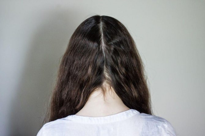 Парикмахер рассказал, как спать с прямыми волосами, чтобы на них не появлялись заломы