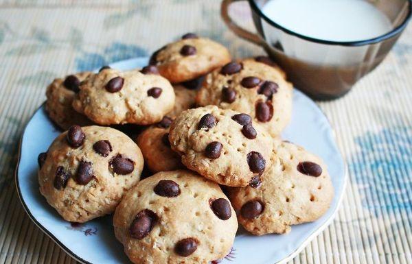 Печенье с шоколадной крошкой. Рецепт в микроволновке, духовке американское, овсяное, песочное с маргарином, молоком, медом, шоколадом
