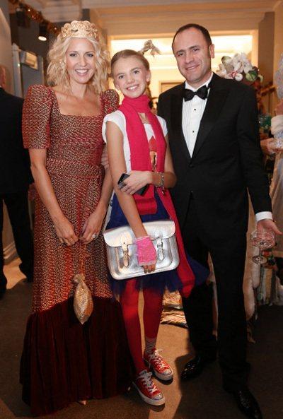 Президент Союза конькобежцев России Алексей КРАВЦОВ, Юлия БОРДОВСКИХ со своей дочерью Марусей