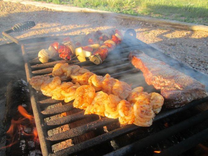 Рецепты: Время пикников! 7 вариантов блюд на костре и мангале