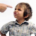 Родители сравнивают сына с другими детьми