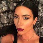 Самовлюбленная Ким Кардашьян решила издать сборник селфи