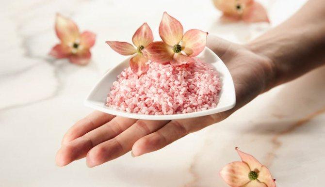 Скраб с морской солью для омоложения кожи рук