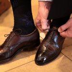 Стирка кроссовок вручную: можно ли постирать, как отстирать кожаную обувь