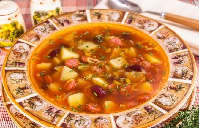 суп с колбасками охотничьими