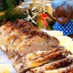 Свинина с ананасами в духовке. Рецепт с сыром, картошкой, майонезом, грибами в фольге, пакете для запекания, рукаве