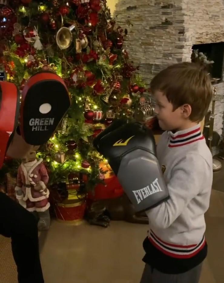 Сын Федор растет спортивным мальчиком