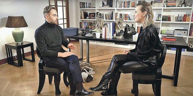В интервью Ксении Собчак Дмитрий нелестно отозвался об отце Жанны. Фото: youtube.com