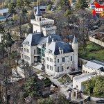 В замок Максима Галкина в деревне Грязь Пугачева переехала четыре года назад после свадьбы с артистом. Фото: Борис КУДРЯВОВ