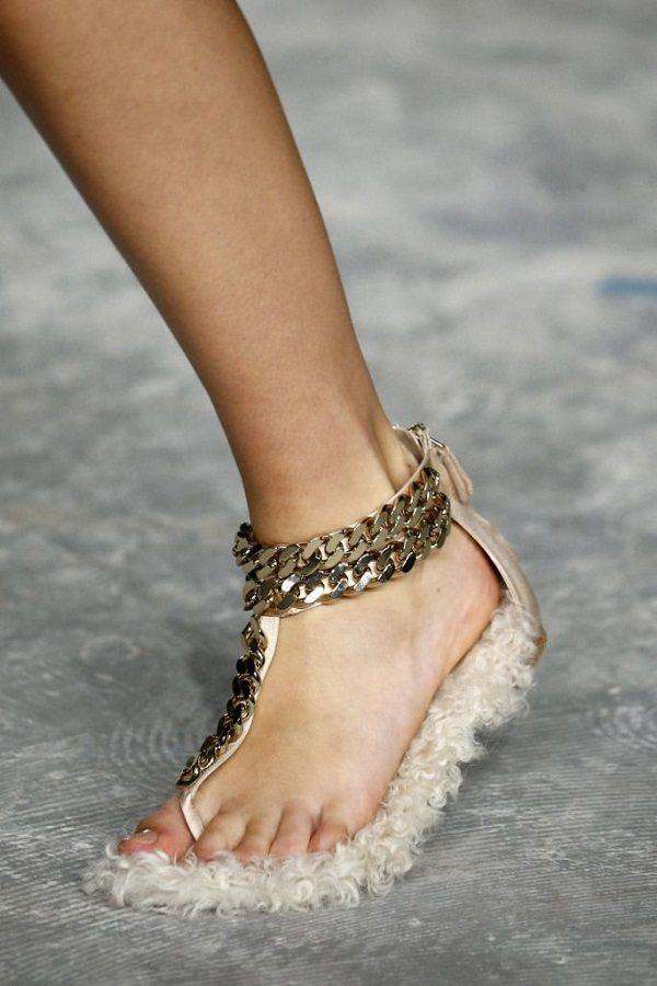 весенняя обувь 2020 меховые тапочки