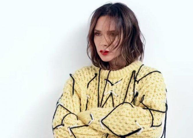 Виктория Бекхэм в жёлтой кофте