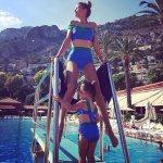 Виктория Боня с дочерью в модных бикини. Фото: Instagram.com.