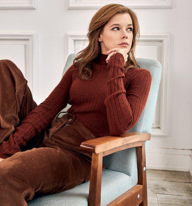 Водолазка, Christian Dior; брюки, PennyBlack