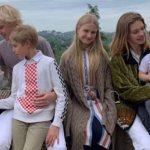 """'""""Вы не их сестра?"""": Водянова изумила Сеть фото с детьми'"""
