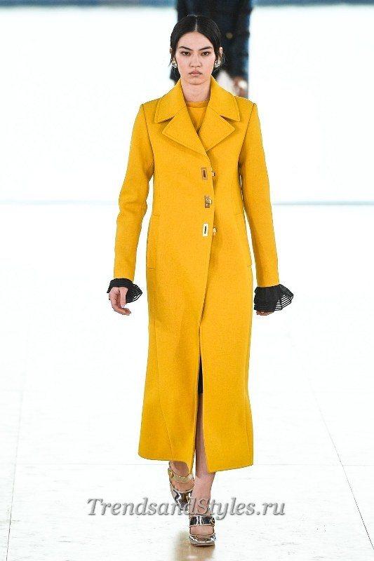 желтое женское пальто 2020