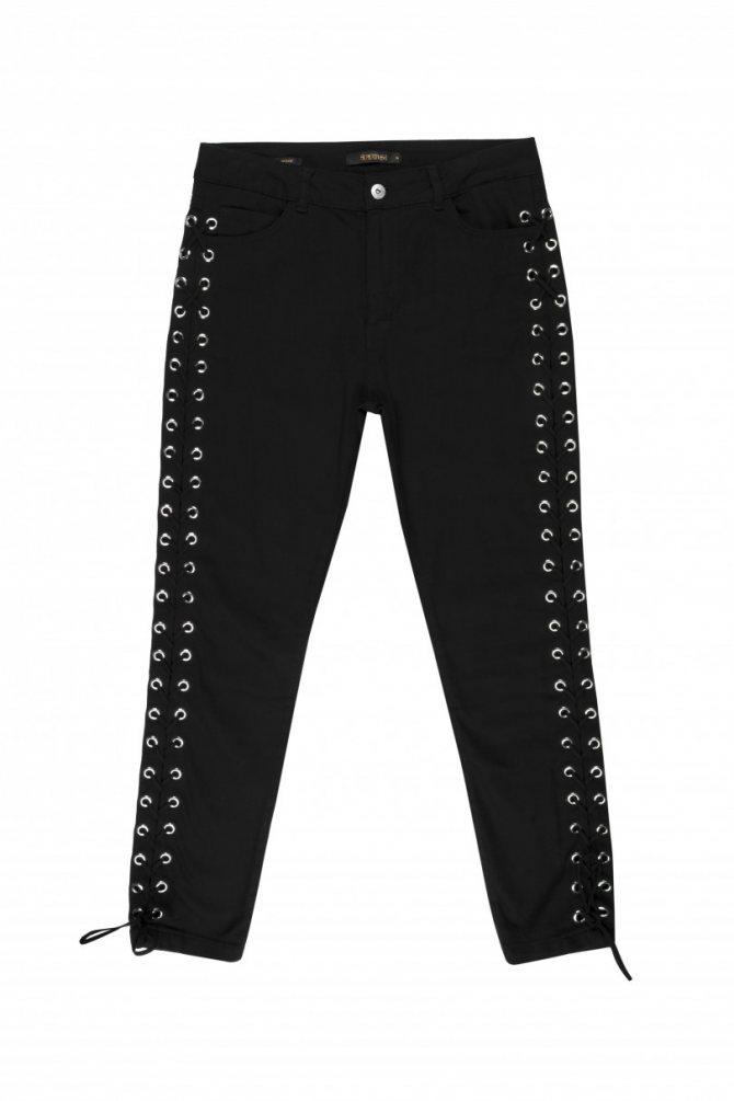 Женские черные брюки Supertrash, цена со скидкой - 1090 грн. Стоимость до распродажи - 5450 грн.